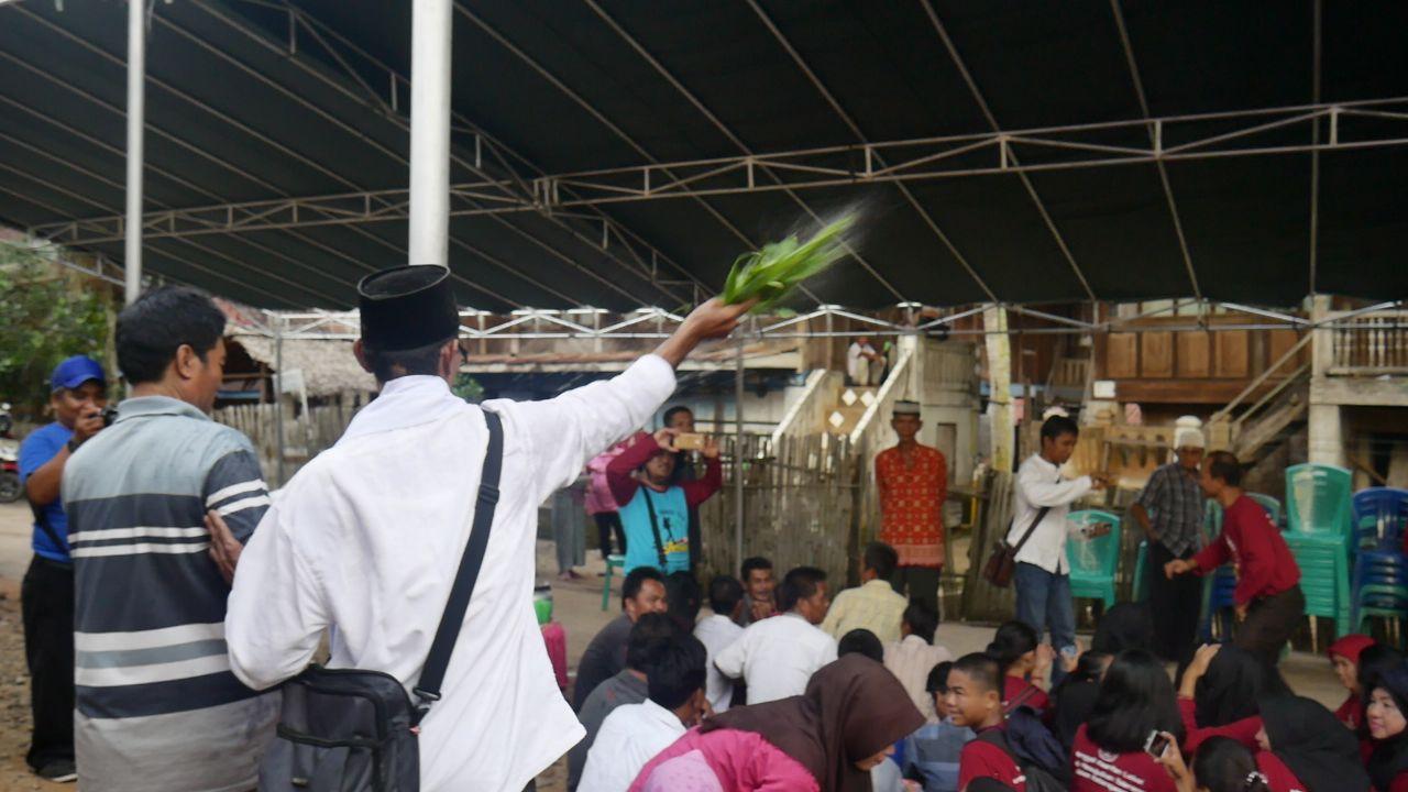 Sumsel Nian Tradisi Sedekah Dusun Warisan Leluhur Harus Tetap Di Poduk Ukm Bumn Mr Kerbaw Keripik Bawang Bayam Lestarikan
