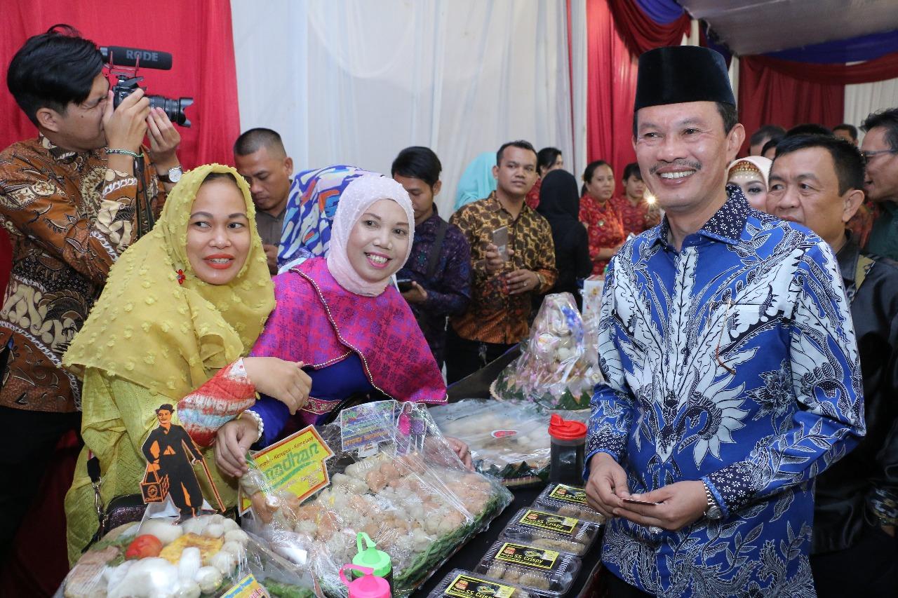 Harga Dan Spesifikasi Produk Ukm Bumn Tas Wanita Maya L Update 2018 Moeszaffir Kumari Twist Lock Hand Bag Pink Ampamp Turquoise Sumsel Nian Harnojoyo Lantik Asosiasi Pengusaha Pempek Paguyuban Palembang