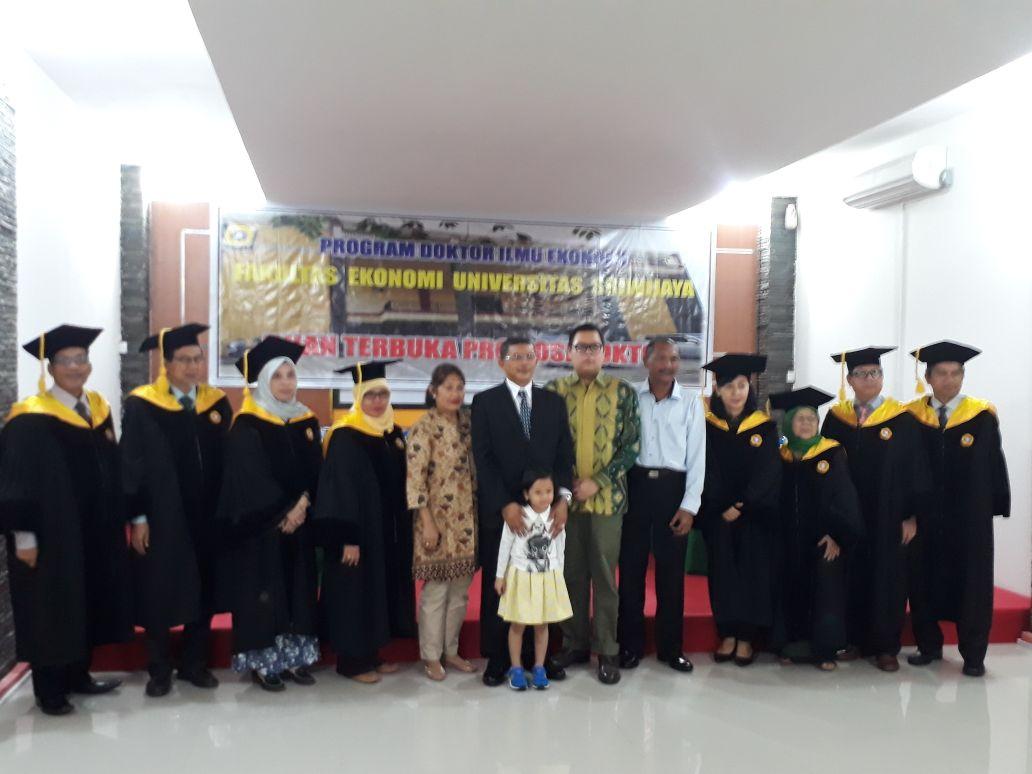 Sumsel Nian Dirut Pt Sriwijaya Mandiri Igb Surya Negara Raih Produk Ukm Bumn Batik Tulis Warna Alam Ra Ampamp Gelar Doktor