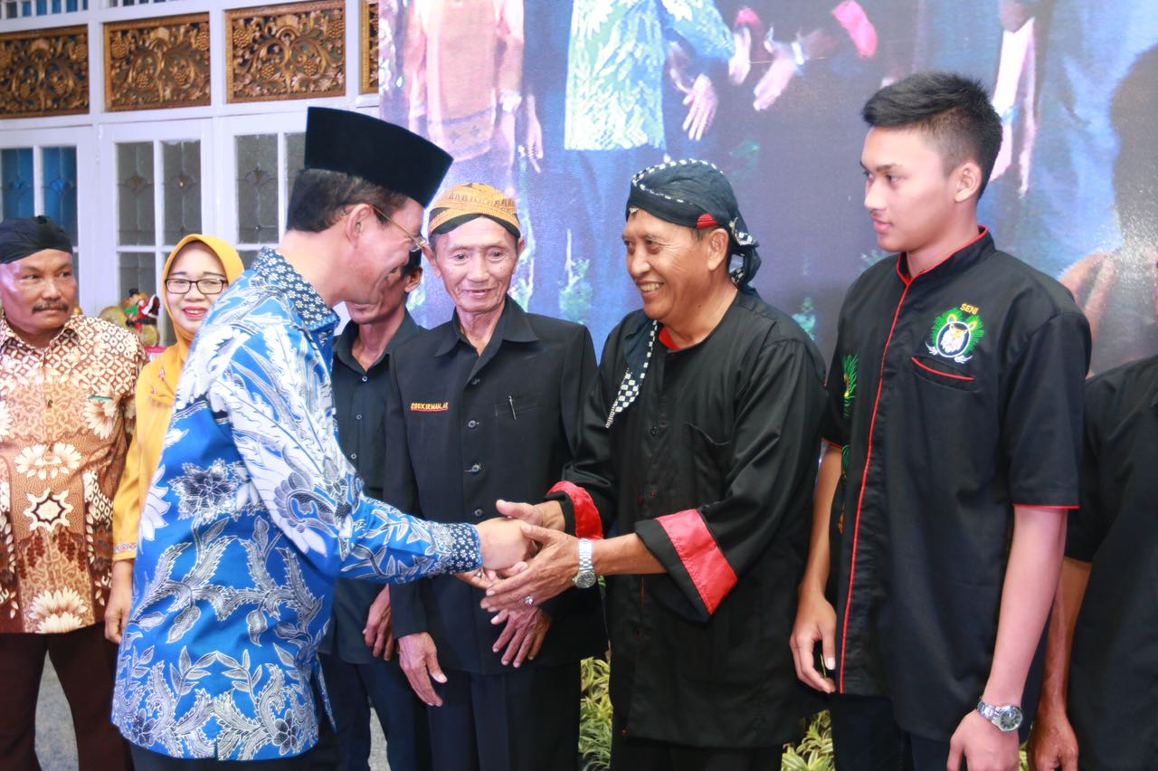 Sumsel Nian Harnojoyo Lantik Asosiasi Pengusaha Pempek Paguyuban Produk Ukm Bumn Baju Muslim Anak Laki Dannis Nomor 10 Abu Kuda Lumping